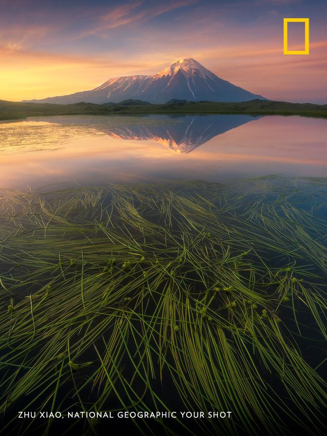 The Kamchatka Peninsula is home to 127 volcanoes—22 of which are still active. This one was photographed by Zhu Xiao. https://on.natgeo.com/2pX1Chy